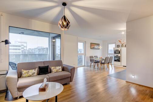 2 zimmer wohnung m bliert loggia m nchen perlach 10306. Black Bedroom Furniture Sets. Home Design Ideas