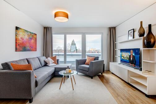 3 zimmer dachterrassenwohnung m bliert parkettboden m nchen milbertshofen 10440. Black Bedroom Furniture Sets. Home Design Ideas