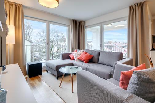 3 zimmer wohnung m bliert balkon m nchen milbertshofen 10454. Black Bedroom Furniture Sets. Home Design Ideas