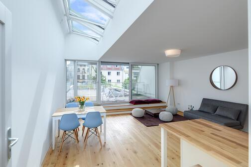 2 zimmer wohnung m bliert m nchen maxvorstadt 10615. Black Bedroom Furniture Sets. Home Design Ideas