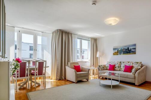 3 zimmer wohnung m bliert parkettboden m nchen au haidhausen 10665. Black Bedroom Furniture Sets. Home Design Ideas