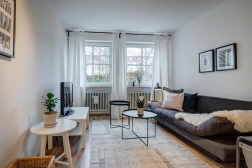 2 zimmer wohnung m bliert m nchen schwabing 266. Black Bedroom Furniture Sets. Home Design Ideas