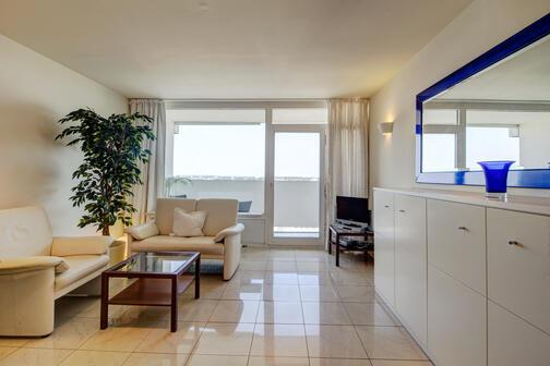 1 zimmer wohnung m bliert balkon m nchen moosach 3142. Black Bedroom Furniture Sets. Home Design Ideas