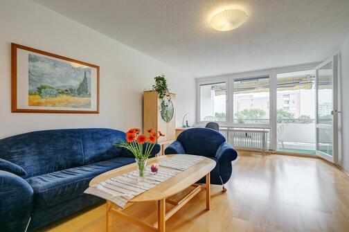 3 zimmer wohnung m bliert parkettboden m nchen neuperlach 4818. Black Bedroom Furniture Sets. Home Design Ideas