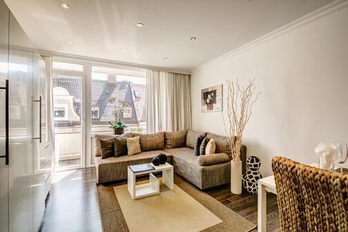 1 zimmer wohnung m bliert balkon m nchen schwabing 5383. Black Bedroom Furniture Sets. Home Design Ideas