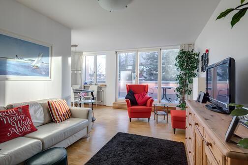 3 zimmer wohnung m bliert gro er flachbildfernseher m nchen maxvorstadt 572. Black Bedroom Furniture Sets. Home Design Ideas