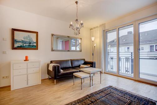 2 zimmer wohnung m bliert balkon m nchen obergiesing 6570. Black Bedroom Furniture Sets. Home Design Ideas