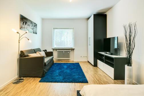 1 zimmer wohnung m bliert parkettboden m nchen au haidhausen 7101. Black Bedroom Furniture Sets. Home Design Ideas