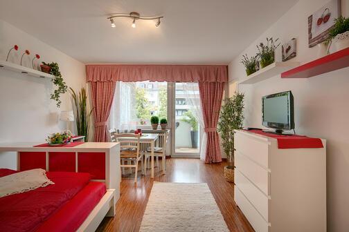 1 zimmer wohnung m bliert balkon m nchen laim 7264. Black Bedroom Furniture Sets. Home Design Ideas