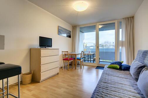 1 zimmer apartment m bliert balkon m nchen schwabing 7321. Black Bedroom Furniture Sets. Home Design Ideas
