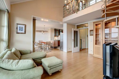 2 5 zimmer galeriewohnung m bliert parkettboden m nchen obersendling 7688. Black Bedroom Furniture Sets. Home Design Ideas