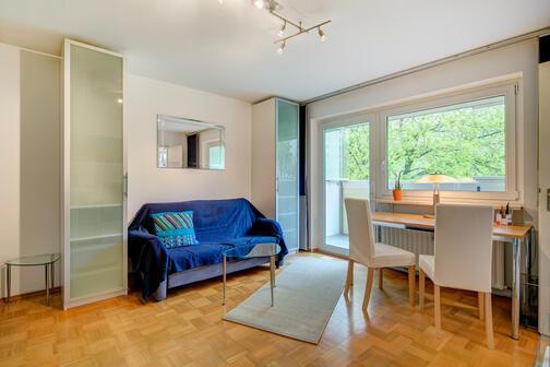 1 zimmer wohnung m bliert balkon m nchen englschalking 7748. Black Bedroom Furniture Sets. Home Design Ideas