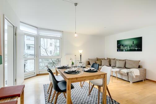 3 zimmer wohnung m bliert parkettboden m nchen maxvorstadt 8252. Black Bedroom Furniture Sets. Home Design Ideas