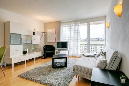 2 zimmer wohnung m bliert parkettboden starnberg 9375. Black Bedroom Furniture Sets. Home Design Ideas