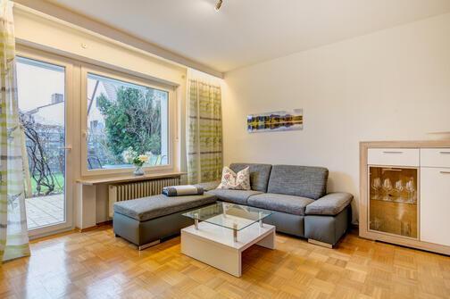 1 zimmer wohnung m bliert parkettboden m nchen obermenzing 9775. Black Bedroom Furniture Sets. Home Design Ideas
