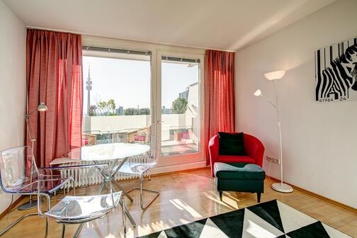 1 zimmer wohnung m bliert balkon m nchen olympiadorf 9781. Black Bedroom Furniture Sets. Home Design Ideas