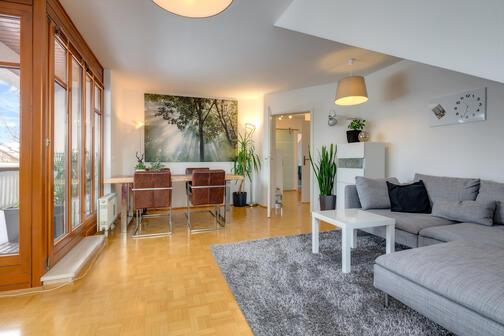 3 zimmer dachgeschosswohnung m bliert waschmaschine in der wohnung m nchen trudering 9851. Black Bedroom Furniture Sets. Home Design Ideas
