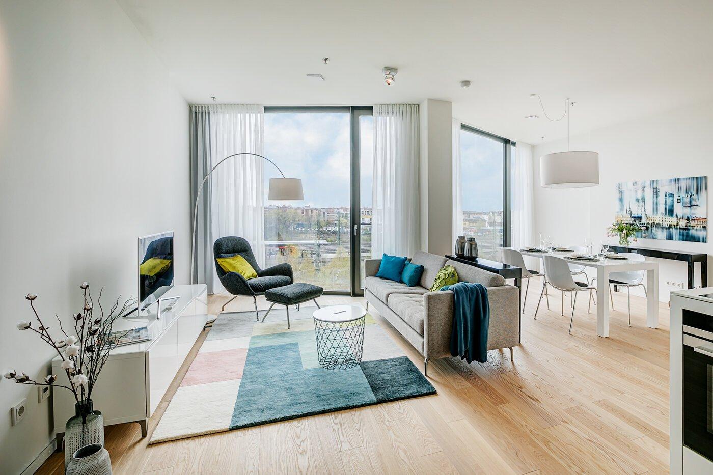 1 5 zimmer wohnung m bliert concierge m nchen nymphenburg 10533. Black Bedroom Furniture Sets. Home Design Ideas