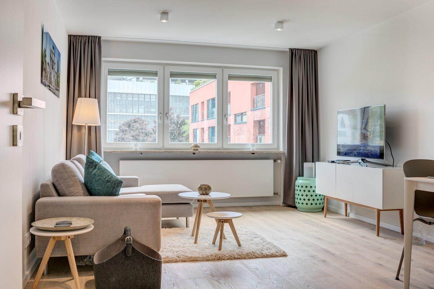 2 zimmer wohnung m bliert balkon m nchen schwabing 10601. Black Bedroom Furniture Sets. Home Design Ideas