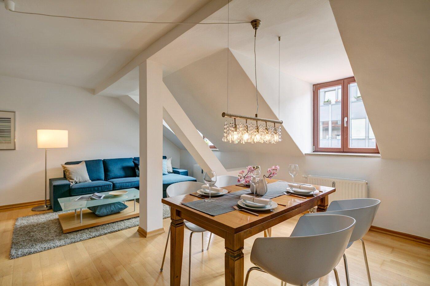 2 zimmer wohnung m bliert gro er flachbildfernseher m nchen maxvorstadt 3512. Black Bedroom Furniture Sets. Home Design Ideas