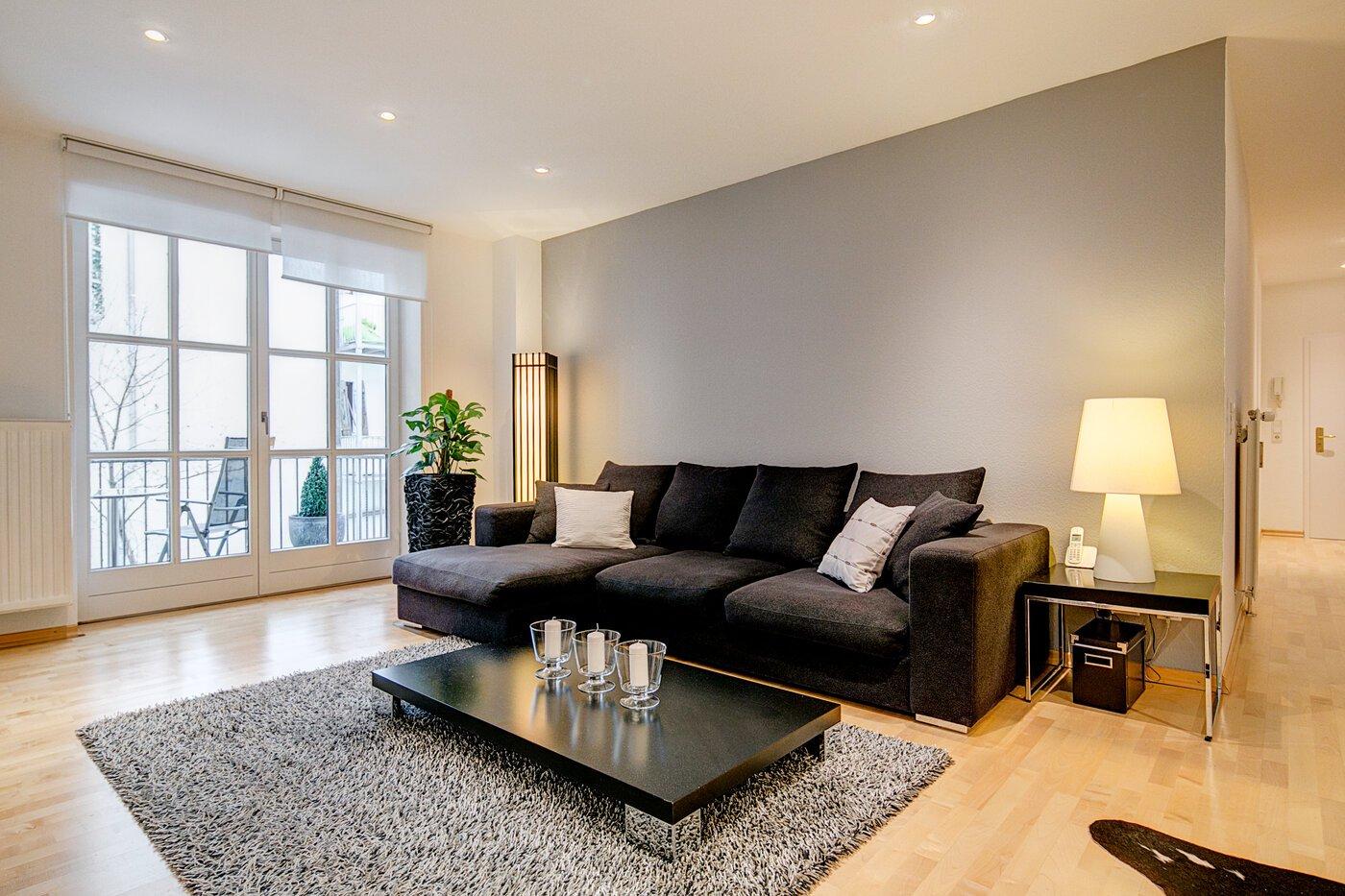2 zimmer wohnung m bliert balkon m nchen altstadt 4361. Black Bedroom Furniture Sets. Home Design Ideas