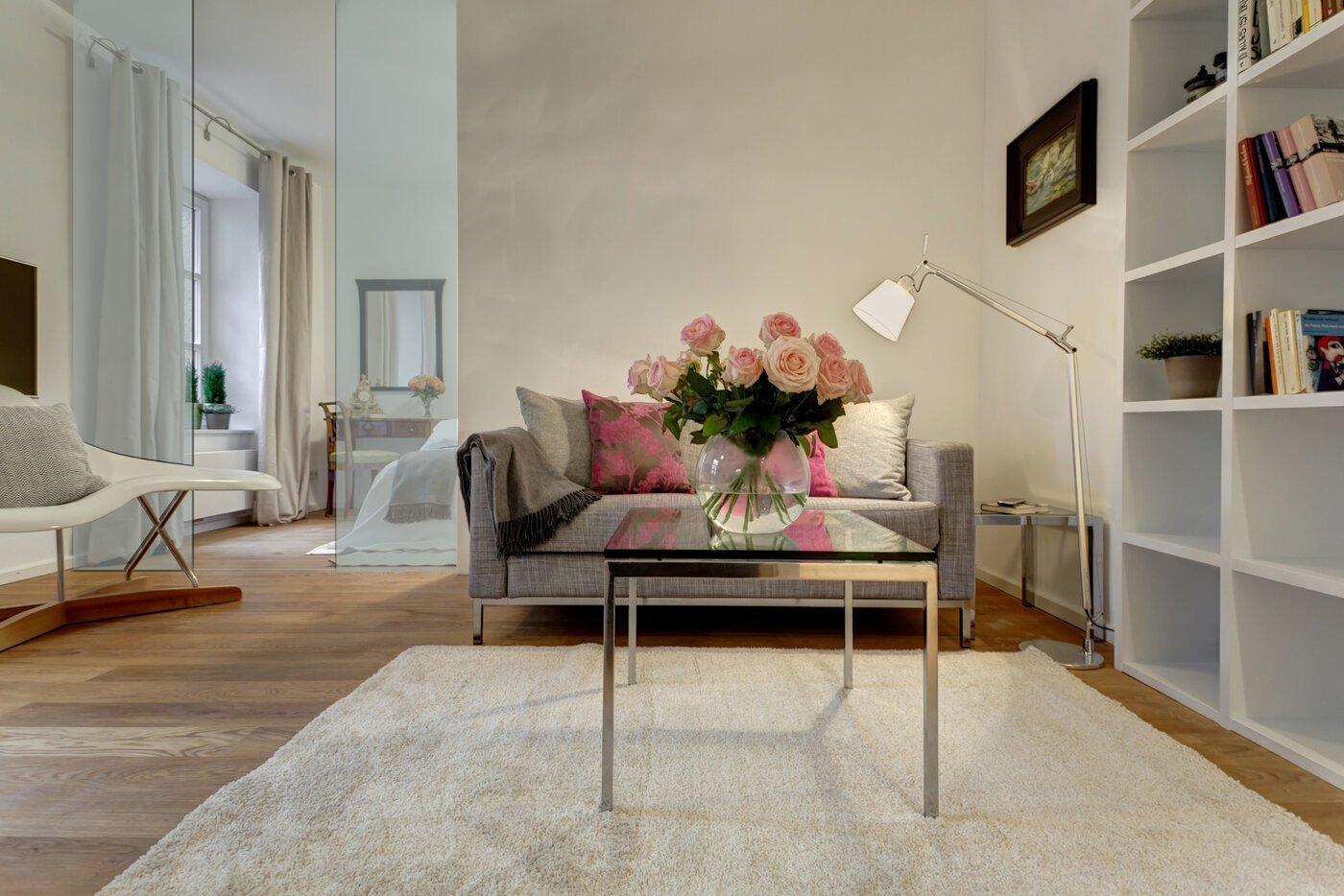2 zimmer wohnung m bliert balkon m nchen schwabing 6545. Black Bedroom Furniture Sets. Home Design Ideas