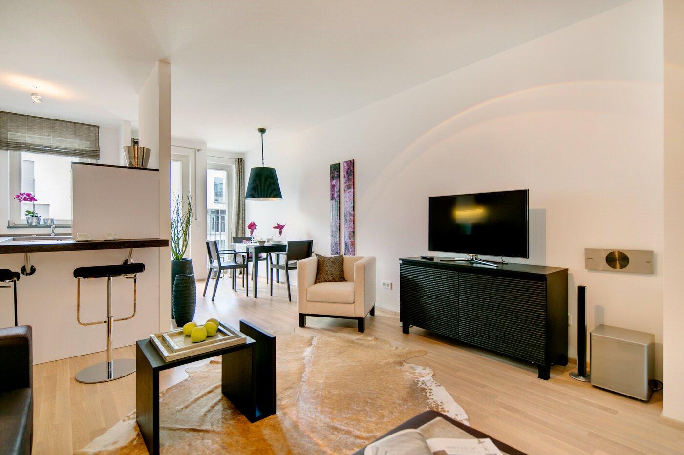 2 zimmer wohnung m bliert gro er flachbildfernseher m nchen maxvorstadt 7037. Black Bedroom Furniture Sets. Home Design Ideas