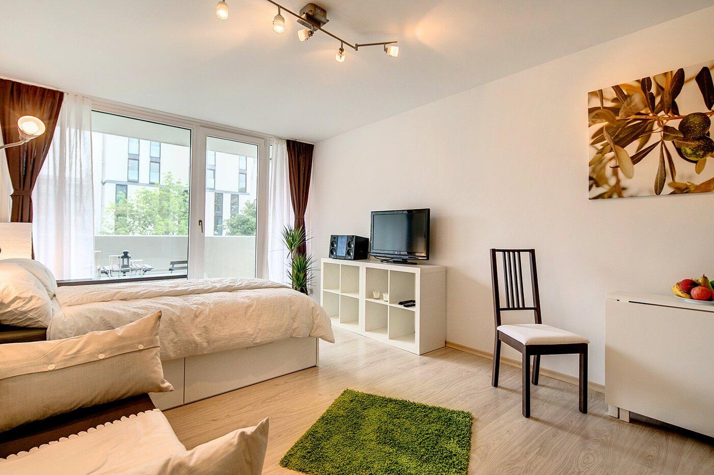 1 zimmer wohnung m bliert balkon m nchen au. Black Bedroom Furniture Sets. Home Design Ideas