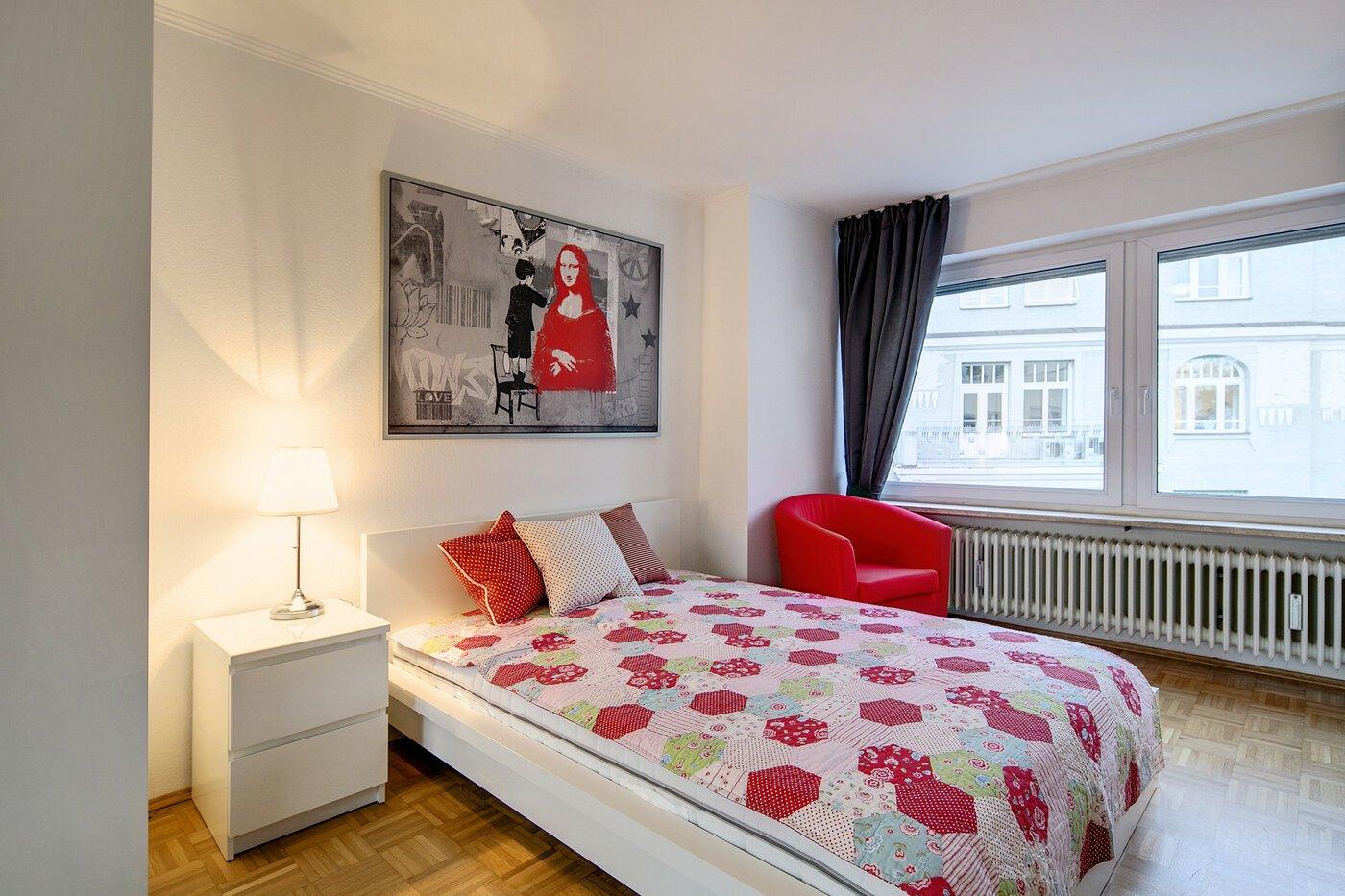 1 zimmer wohnung m bliert parkettboden m nchen schwabing 7407. Black Bedroom Furniture Sets. Home Design Ideas