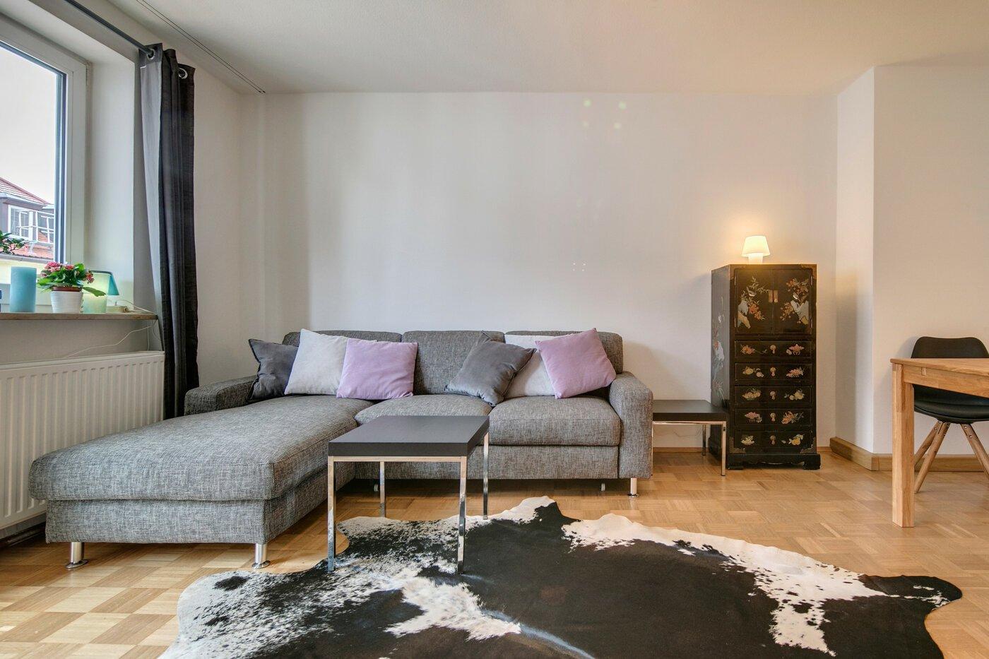 2 zimmer wohnung m bliert balkon m nchen glockenbachviertel 8211. Black Bedroom Furniture Sets. Home Design Ideas