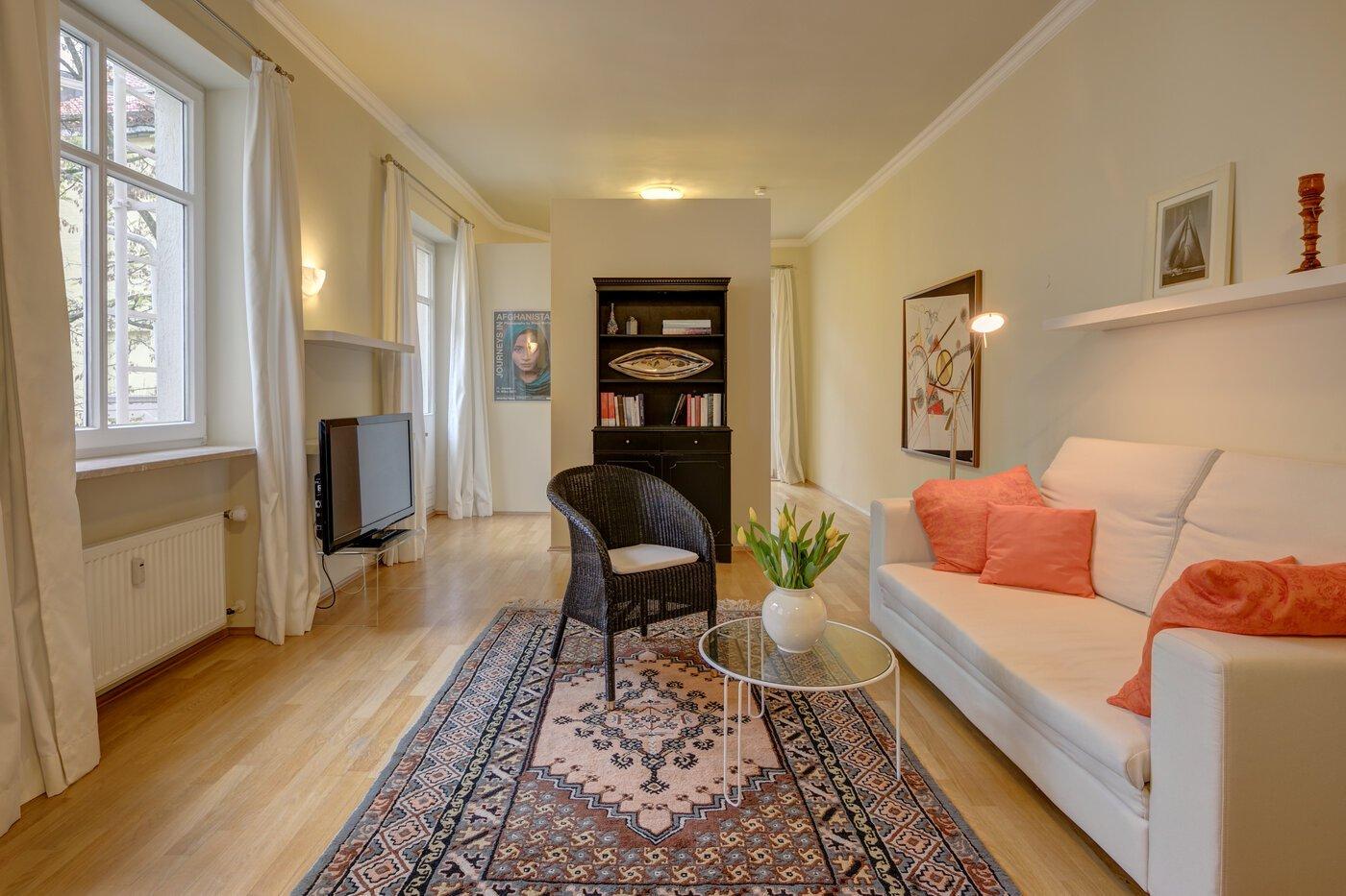 1 5 zimmer wohnung m bliert parkettboden m nchen schwabing 8523. Black Bedroom Furniture Sets. Home Design Ideas