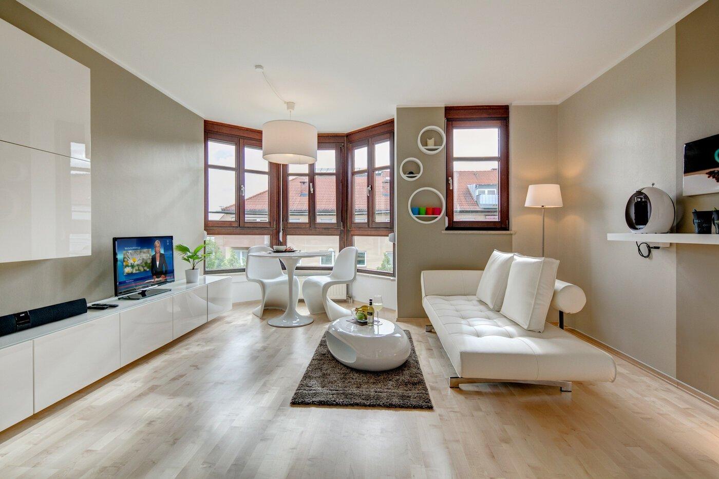 1 zimmer wohnung m bliert parkettboden m nchen milbertshofen 8653. Black Bedroom Furniture Sets. Home Design Ideas