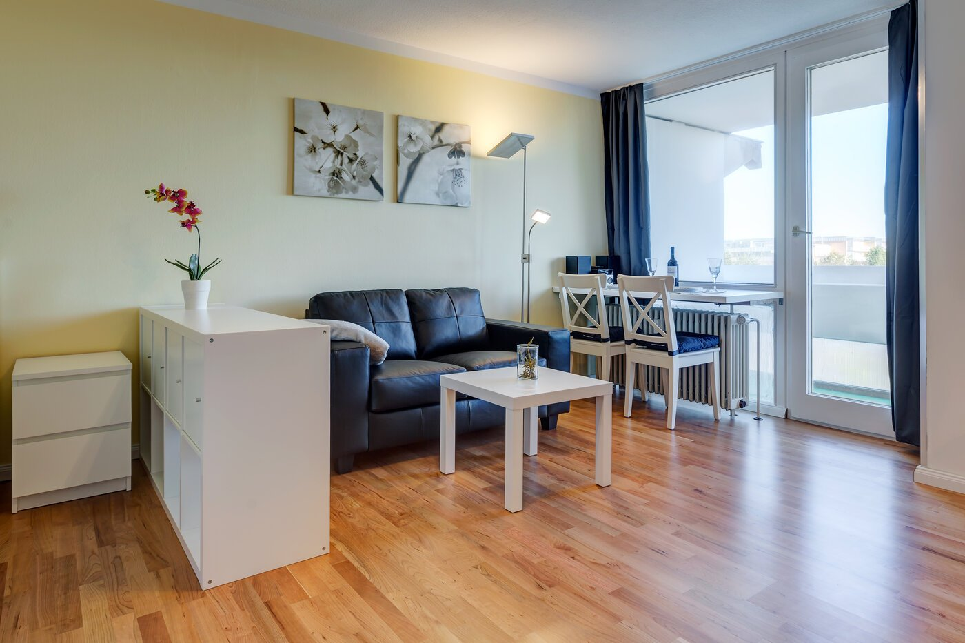 1 zimmer wohnung m bliert parkettboden m nchen neuperlach 9800. Black Bedroom Furniture Sets. Home Design Ideas